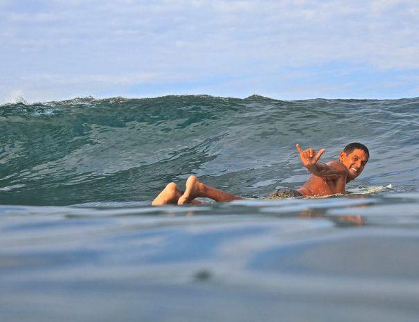 Jorge surfing